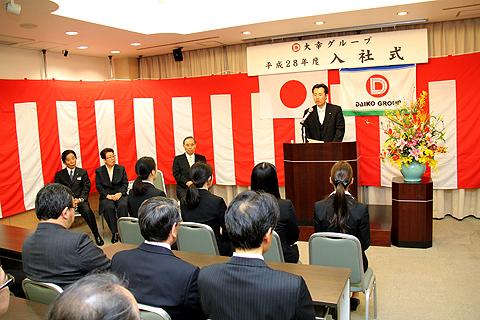 平成28年度入社式と新入社員歓迎花見会を行いました。